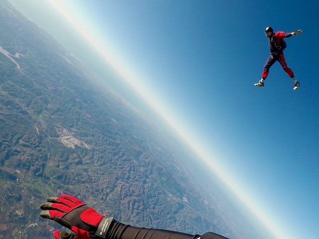 two people sky diving without parachutes