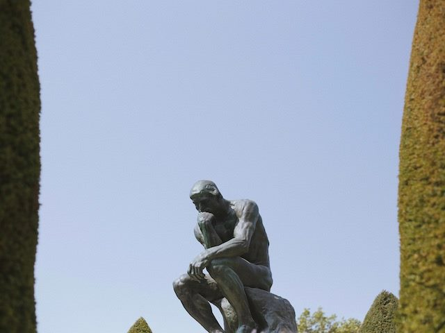 sculpture of the thinker